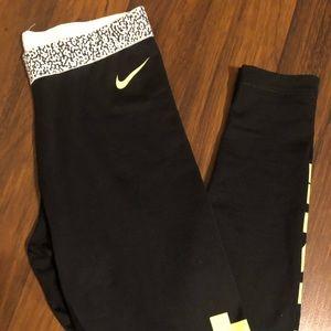Nike Pro Dri - Fit Leggins medium nice GUC 💕